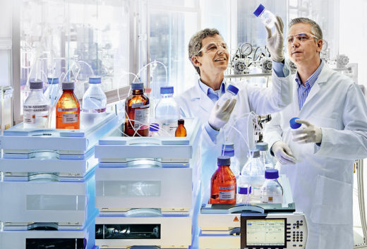 Bayer researcher Dr. Thomas Ernst Müller  (left) and Professor Walter Leitner of rwth  Aachen University discuss the sustainable  use of carbon dioxide.